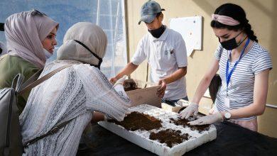 صورة طالبات يتدربن على تكنولوجيا الزراعة في منشأة فريدة من نوعها في العقبة