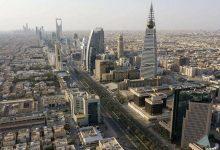 صورة متهم بالفساد في السعودية يخفي في منزله ملايين الريالات بطريقة شيطانية…فيديو