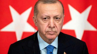 """صورة أردوغان يصف بعض النساء بـ """"عارضات في فترينة """" ورئيس حزب الشعب المعارض يطالبه بالإعتذار"""