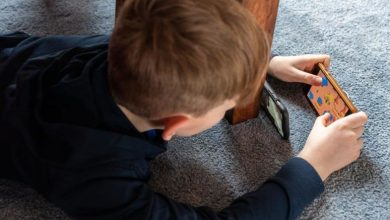 صورة طفل يكبد والدته 2700 يورو تكاليف ممارسته لعبة على هاتفها