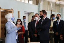 صورة السناتور الأمريكي ميرفي يزور مركز تدريب وادي السير التابع للأونروا في الأردن