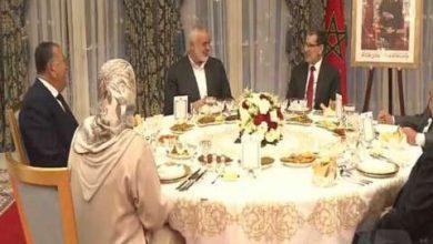 """صورة العاهل المغربي يقيم مأدبة عشاء على شرف وفد حركة """"حماس"""" برئاسة هنية"""