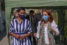 صورة وزيرة بلجيكية تزور مخيم البقعة
