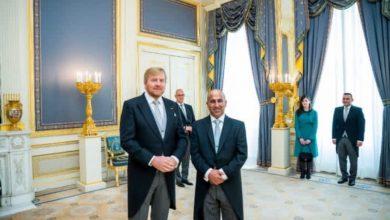 صورة السفير الفايز يقدم أوراق اعتماده لملك هولندا